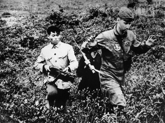 13 Mar 1965, Hanoi, North Vietnam --- U.S. Air Force pilot Lt. Hayden Lockhardt is captured by a North Vietnamese militiaman after he was forced to eject from his disabled jet over North Vietnam. --- Image by © Bettmann/CORBIS