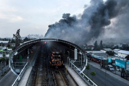 "CORRECTION / Aerial view of a burnt metro station after protests in Santiago on October 19, 2019. Chilean President Sebastian Pinera announced Saturday the suspension of the increase in the price of metro tickets which triggered violent protests.  - RESTRICTED TO EDITORIAL USE - MANDATORY CREDIT ""AFP PHOTO / ATON / JAVIER TORREST "" - NO MARKETING NO ADVERTISING CAMPAIGNS - DISTRIBUTED AS A SERVICE TO CLIENTS  / AFP / Javier TORRES / RESTRICTED TO EDITORIAL USE - MANDATORY CREDIT ""AFP PHOTO / ATON / JAVIER TORREST "" - NO MARKETING NO ADVERTISING CAMPAIGNS - DISTRIBUTED AS A SERVICE TO CLIENTS"